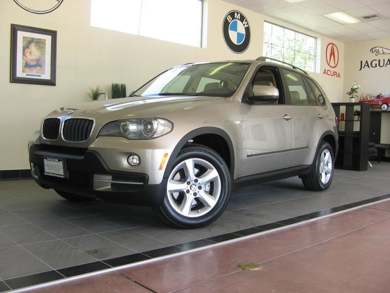 2008 BMW X5 30si Automatic Gold Tan This is a very nice X5 complete with Premium package Rear