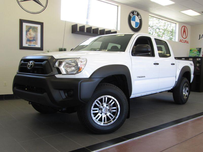 2013 Toyota Tacoma Double Cab 4X4 V6 Automatic White Charcoal This 4x4 is in like new condition