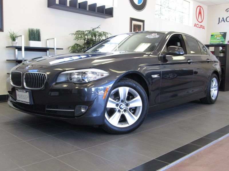 2011 BMW 5-Series 528i 4D Sedan Automatic Gray Black This is an excellent sedan with some great