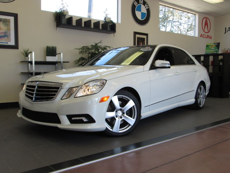 2011 MERCEDES E Class E350 4D Sport Sedan Automatic White Black This is a beautiful sedan with P