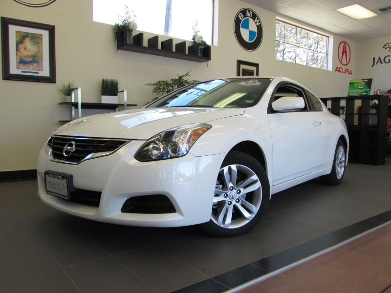 2012 Nissan Altima 25 S 2D Coupe Automatic White Black Great shape 1 owner car with a clean his