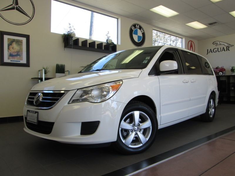 2009 Volkswagen Routan S 4D Wagon Automatic White Gray This is a fantastic vehicle for the famil