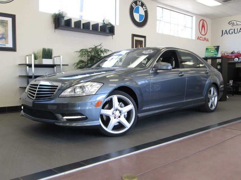 2010 MERCEDES S-Class-SPORT-AMG S550 Sedan Automatic Gray Black This is as clean as they get Th