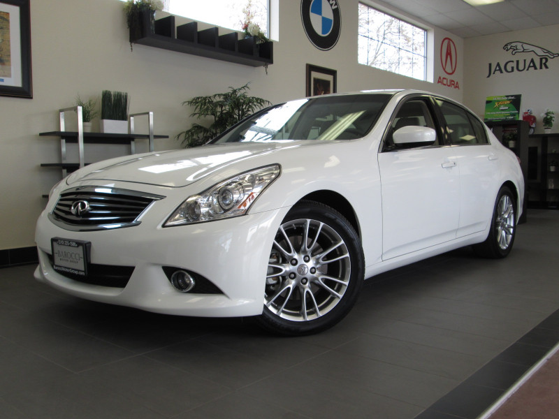 2011 Infiniti G37 Journey Sedan 4D Automatic White Tan This is a fantastic Sedan with the Premiu