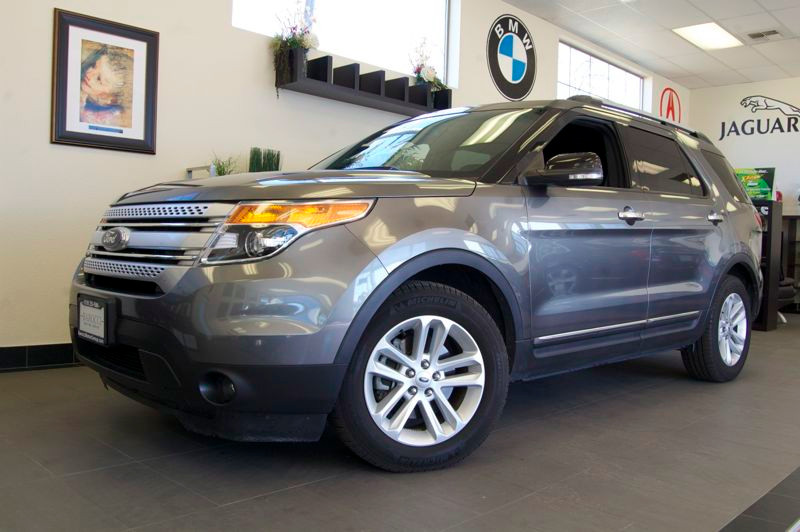 2012 Ford Explorer XLT FWD 6-Speed Automatic Gray Black Fantastic vehicle with Third Row Seat N