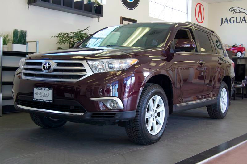 2012 Toyota Highlander SE FWD V6 5-Speed Automatic Maroon Tan An excellent highlander with a cle