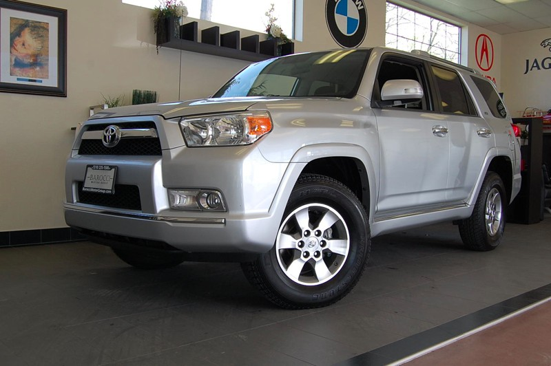 2011 Toyota 4Runner SR5 4WD 5-Speed Automatic Silver Charcoal Beautiful SUV complete with Parkin