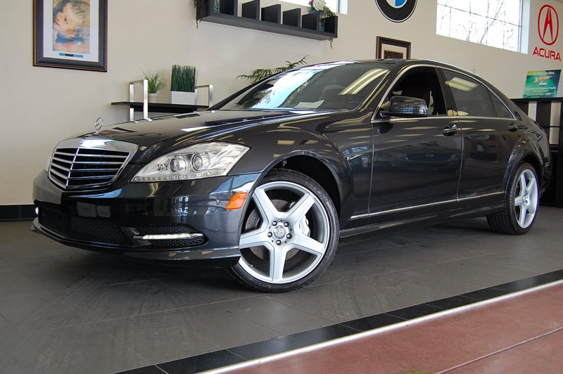2011 MERCEDES S-Class S550 7-Speed Automatic Black Brown This is a one of a kind S Class with Ni