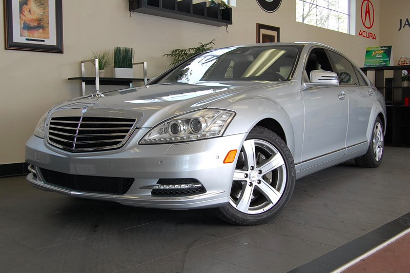 2010 MERCEDES S-Class S550 7-Speed Automatic Silver Black This is a very well equipped vehicle c