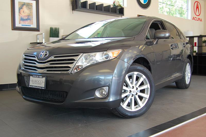 2009 Toyota Venza FWD 6-Speed Automatic Gray Gray This is a well equipped SUV that gets an estim