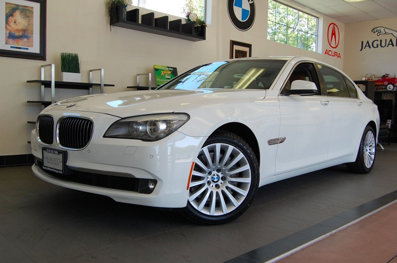 2012 BMW 7 Series 750Li xDrive AWD  4dr Sedan 6 Speed Auto White Brown This is an amazing vehicl