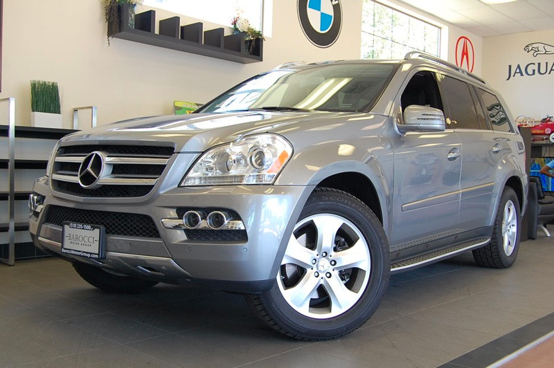 2011 MERCEDES GL-Class GL450 AWD  4MATIC 4dr 7 Speed Auto Silver Black This Mercedes GL 450 come