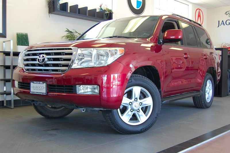 2008 Toyota Land Cruiser Base SUV 4X4 6 Speed Auto Red Tan This is a perfect SUV for the family