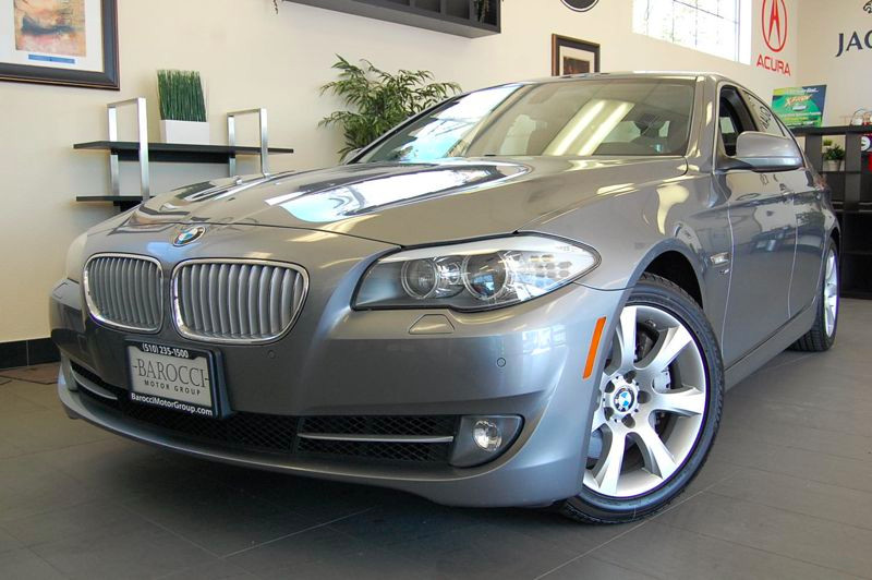 2011 BMW 5 Series 550i xDrive AWD  4dr Sedan Automatic Gray Black Amazing shape with a clean Car