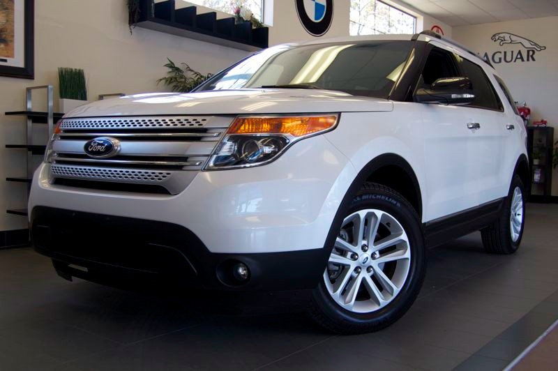 2013 Ford Explorer XLT 4x4  4dr SUV 6 Speed Auto White Tan This is a Beautiful Explorer just off