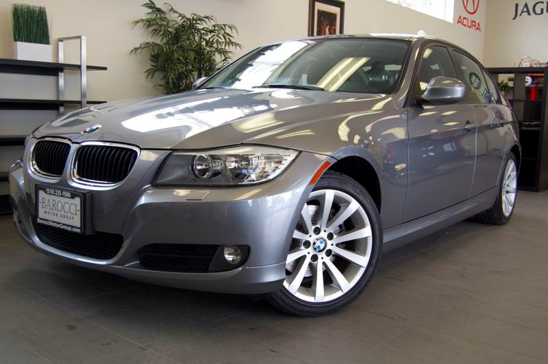 2011 BMW 3 Series 328i xDrive AWD  4dr Sedan Automatic Gray Black This is a beautiful 328 xi wit